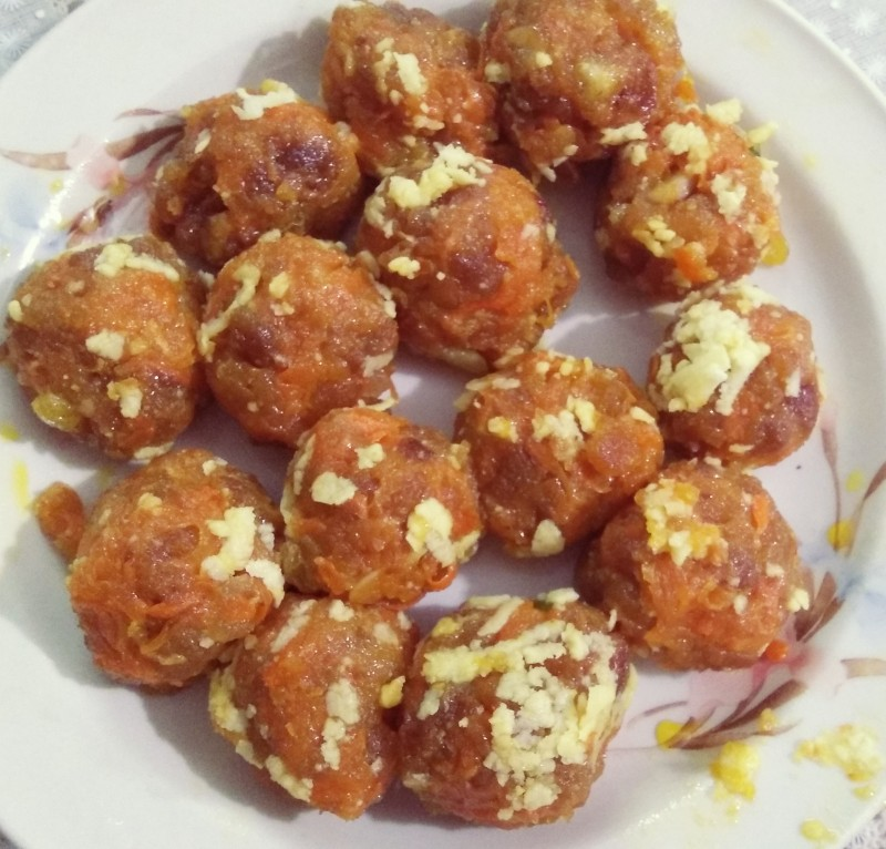 Gajorer laddu from Nuzhat's Dine