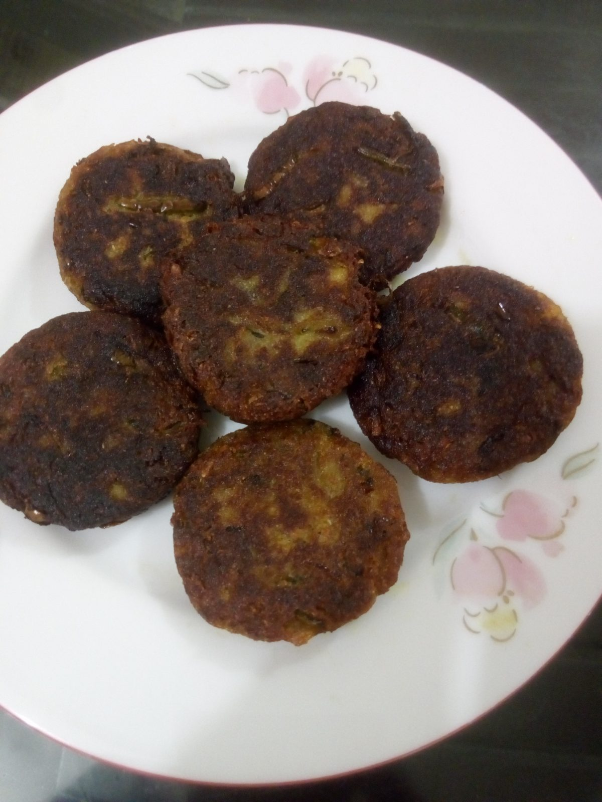 Kacha Kolar Tikia from Ayesha's Kitchen