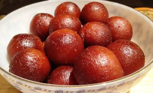 Golap jamun from Ayesha's Kitchen
