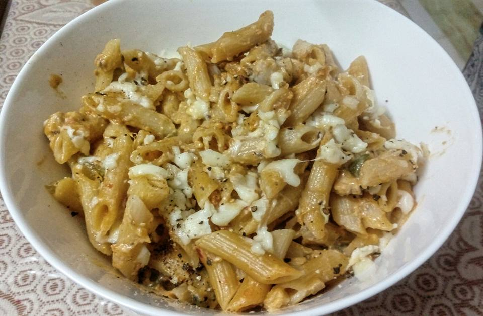 White Cream Pasta with Chicken & Cheese from FoodBin